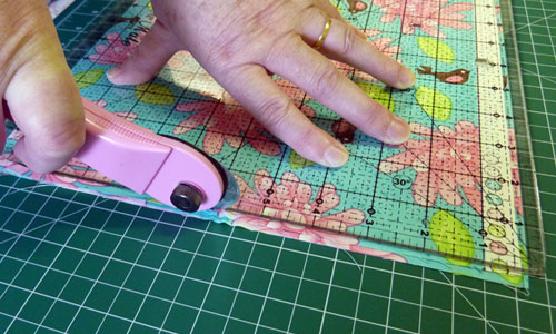 5 Tips to make beautiful patchwork quilts… : cutting fabric for quilting - Adamdwight.com